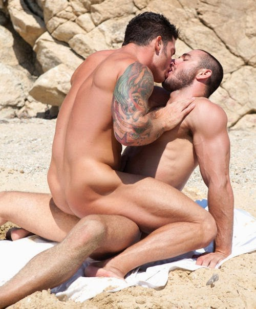 Two-Men-Kissing-Gay-Kiss-Photos-Pics65.jpg