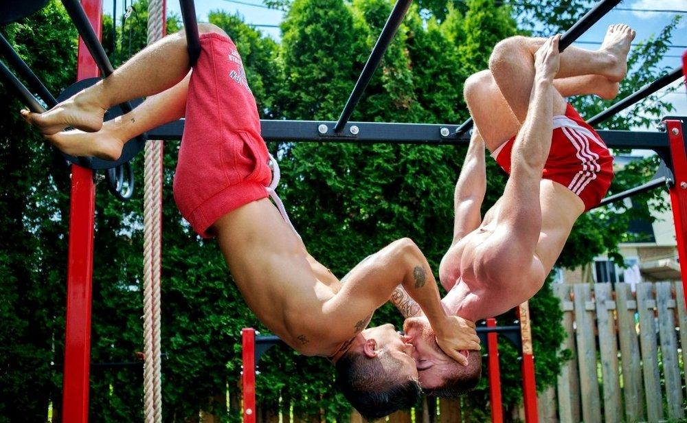 Two-Men-Kissing-Gay-Kiss-Photos-Pics69.jpg