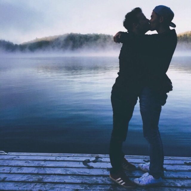 Two-Men-Kissing-Gay-Kiss-Photos-Pics73.jpg