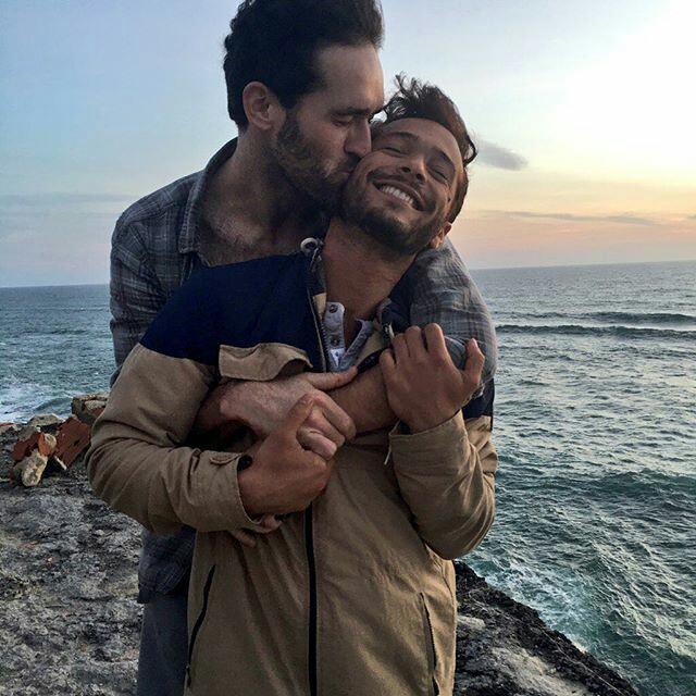 Two-Men-Kissing-Gay-Kiss-Photos-Pics75.jpg