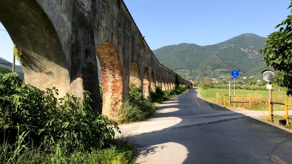 The aqueduct (with trail) that connect central Pisa to Asciano, at the base of the Montepisano
