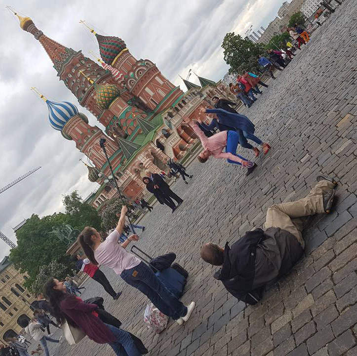 Blick hinter die Kulissen:Fotoshooting mit dem Team von art-of-motion mitten auf dem Roten-Platz in Moskau,Juni 2017. - Foto: Elena Volkova