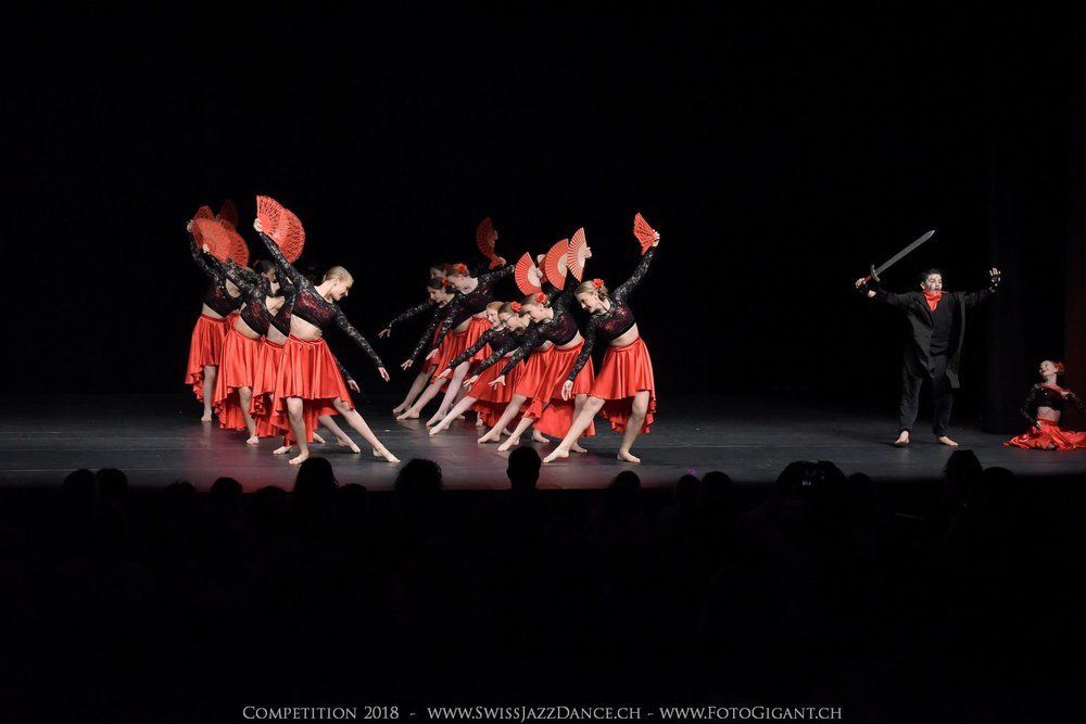 Showdance_2018_2187s.jpg