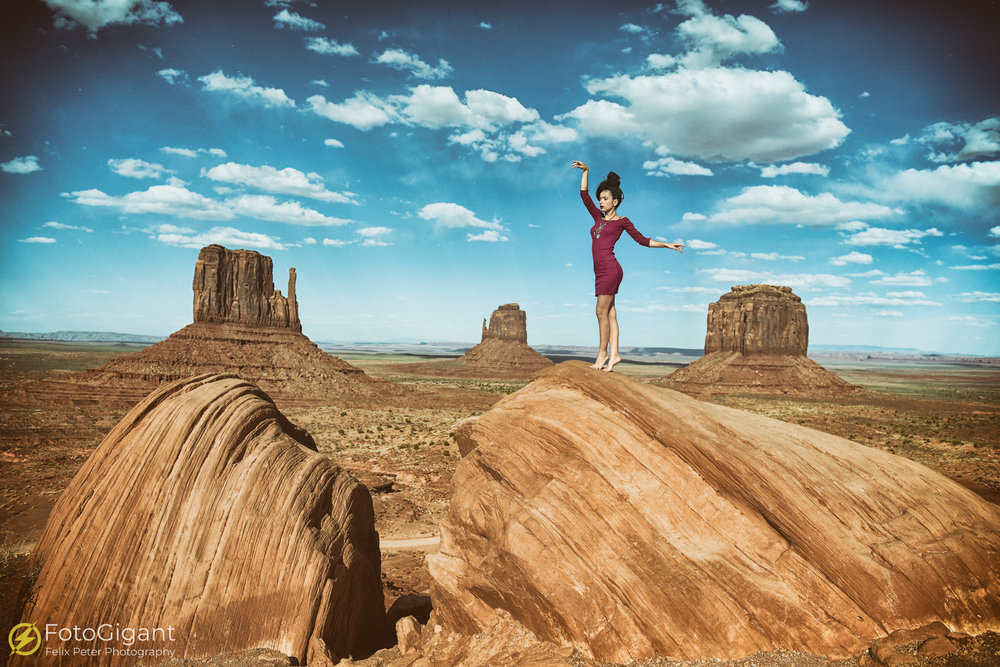 Das Monument Valley ist quasi der Inbegriff einer Wild-West-Kulisse und ein absolutes MUSS für alle Fotografen :-) Wir erreichten das Reservat am Nachmittag und legten das Shooting auf 17.00h fest. Nach kurzem Warten, waren die beiden begehrten Felsen frei und unser Model konnte darauf nun ihre Posingvielfalt entfachen. Einfach nur TOP!!! Wir waren begeistert :-)