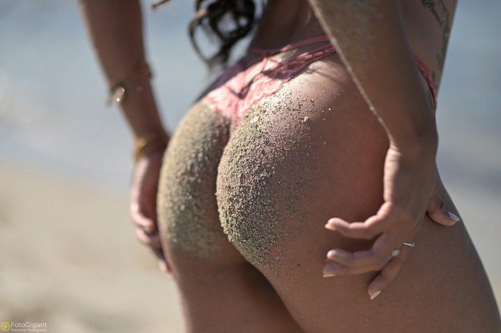 Sexy-Lingerie_at_the_Beach_04.jpg