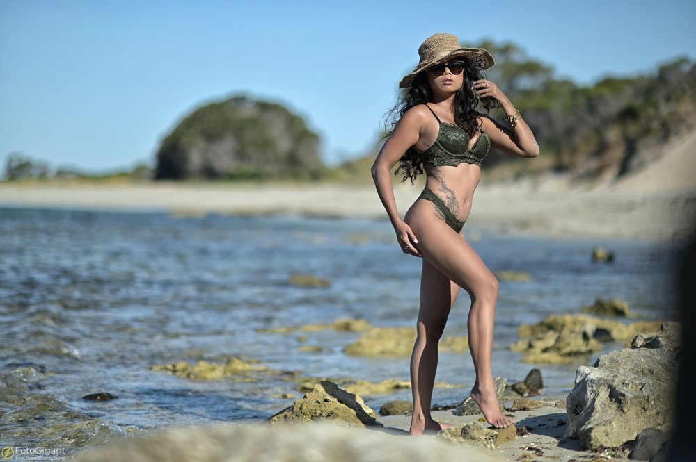 Sexy-Lingerie_at_the_Beach_07.jpg