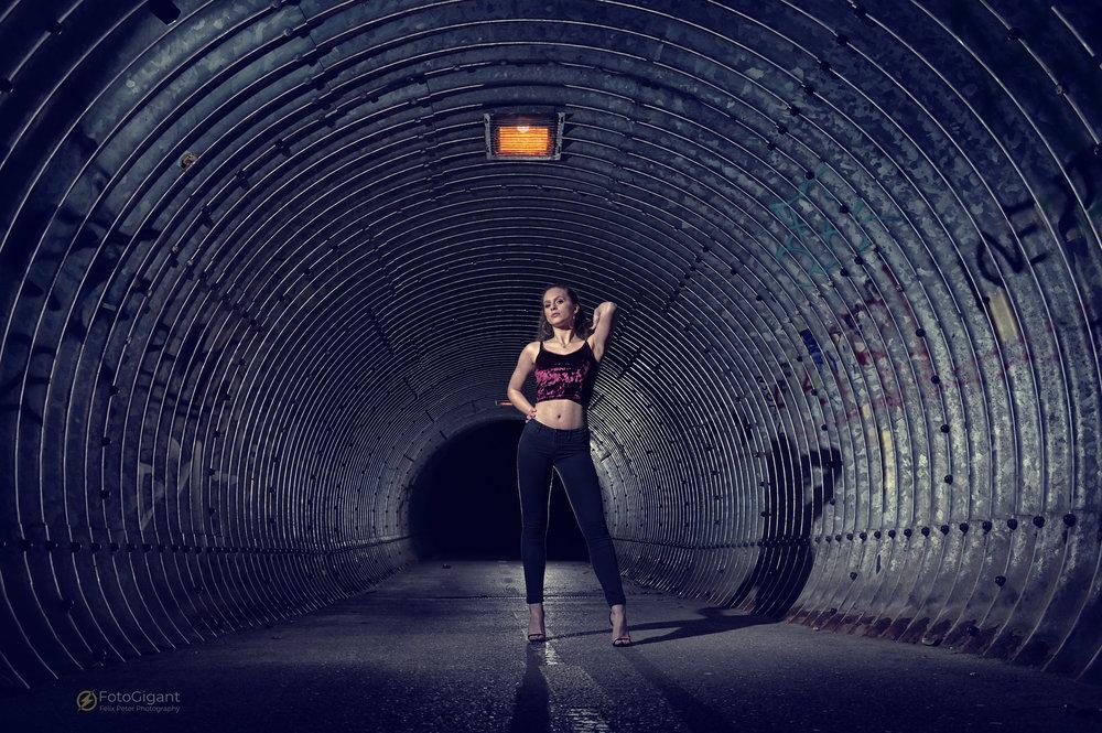 Tunnel-Flashwith Albina -