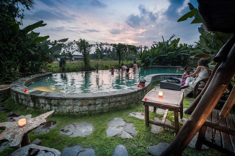 Naturlig saltvatten pool på Dragonfly Village