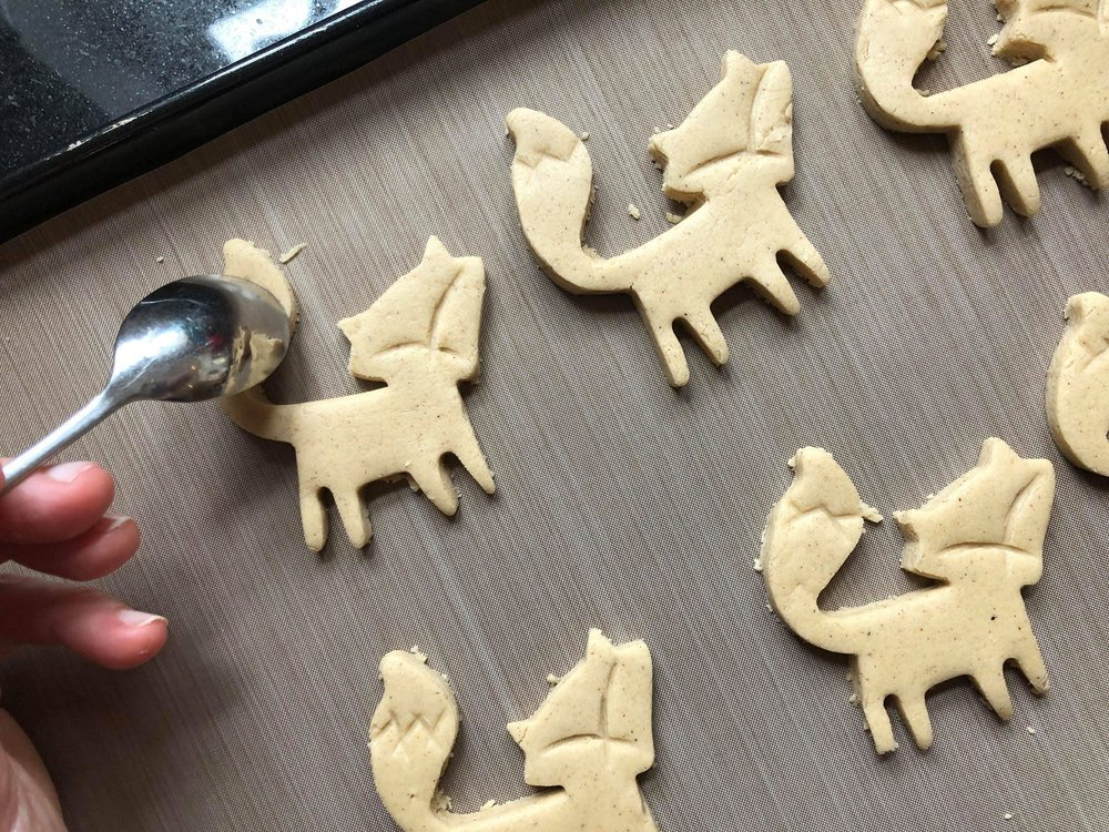 Gaspard Biscuits 3 Making Fox  Markings with a Teaspoon.jpg