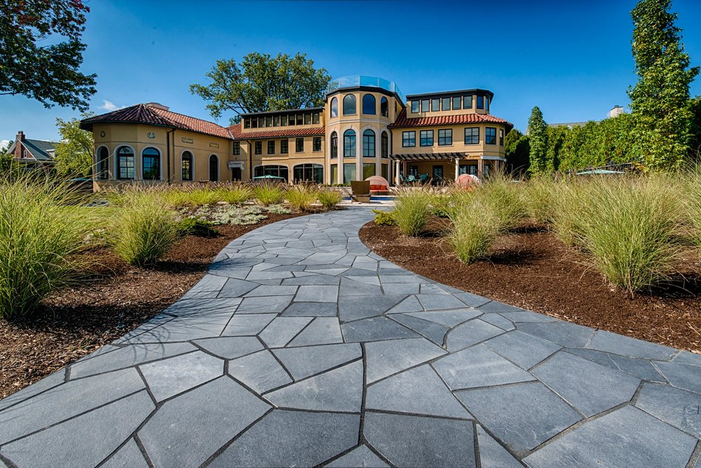 House landscaping in Bloomfield Hills, MI, Metro Detroit