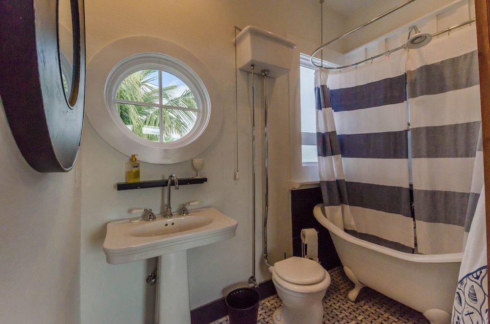 Guest Suite 2 Bath, 1.jpeg