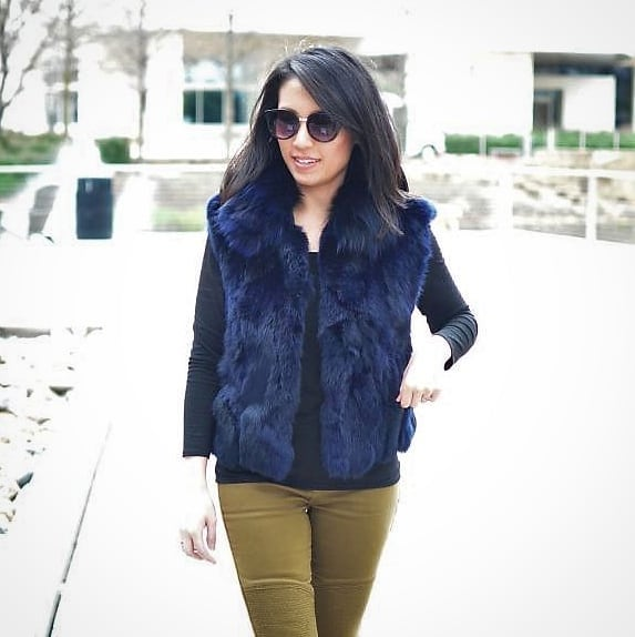 I loveee this dark blue vest, but it's so tricky to wear!! Does it go with green military boots...? 🤔 Maybe. 🤷‍♀️ I hope you have a wonderful Saturday!  New style post up on the blog! . . . . .  #winterinspo #cozystyle #winterootd #furvest #casualchic #stylishmoms #petiteblogger #coldweatherstyle #cozyoutfit #outfitideas4you #stylishlook #legitmomstyle #chiclook #petitestyle #stylecrush #petitefashion #everydayoutfit #realoutfit #stylecrush #stylishlook #streetchic #outfitstyle #casualstyles #loveboots #neimanmarcus #bcbgeneration #bcbg