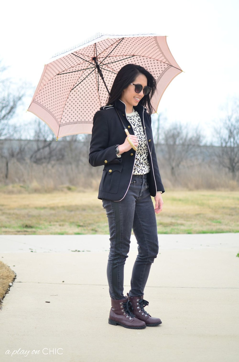 Rainy-Day-Outfit-Essentials-59.jpg