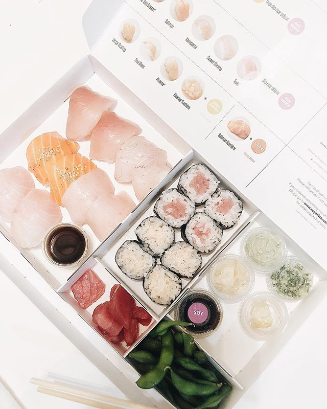 "Taking a break from Thanksgiving leftovers and getting our sushi 🍣 on with @sugarfish via @postmates. Did you know that virtually all of the fish and shellfish served in the ""Trust Me"" contain Omega-3 fatty acids? Sugarfish tests their entire ""Trust Me"" menus for overall nutritional content - its a healthy balance of protein, fat, and carbs that is relatively low in calories. #sushi🍣 #eatyourcolors"