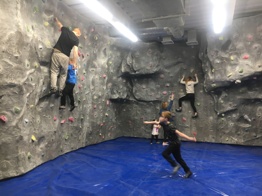 CLUB10 bouldering.png