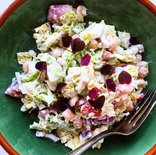 SENSE FORDELINGHF 1(+2): Savoykål, løg, tomatHF 3: Kikærter, hytteostFedt: 1 spsk. MayonnaiseVF: 2 spsk. Fraiche 9%SG: Chili, citron, salt, peberPynt: Skovsyre -