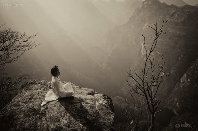 Master Gu sitting meditation on Mt. Wudang in central China.
