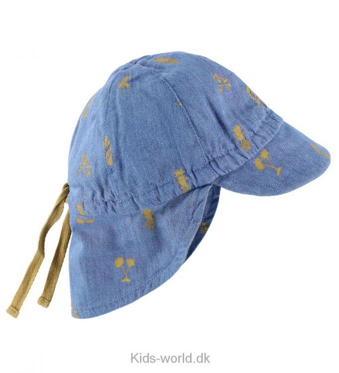 Mini A Ture Sommerhat - Sød Mini A Ture sommerhat i blå denim med print af rulleskøjter, palmer, solbriller og meget mere. hatten har en lille skygge fortil og en lang skygge bagtil, der dækker hele nakken mod solens stråler.
