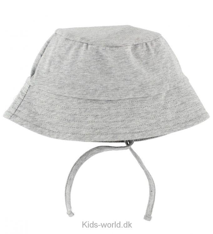 Müsli Sommerhat - Gråmeleret - Sommerhatten fra Müsli har form som en klassisk bøllehat, idet den har en flad top og en blød skygge hele vejen rundt. Sommerhatten kan bindes under hagen med et bindebånd.