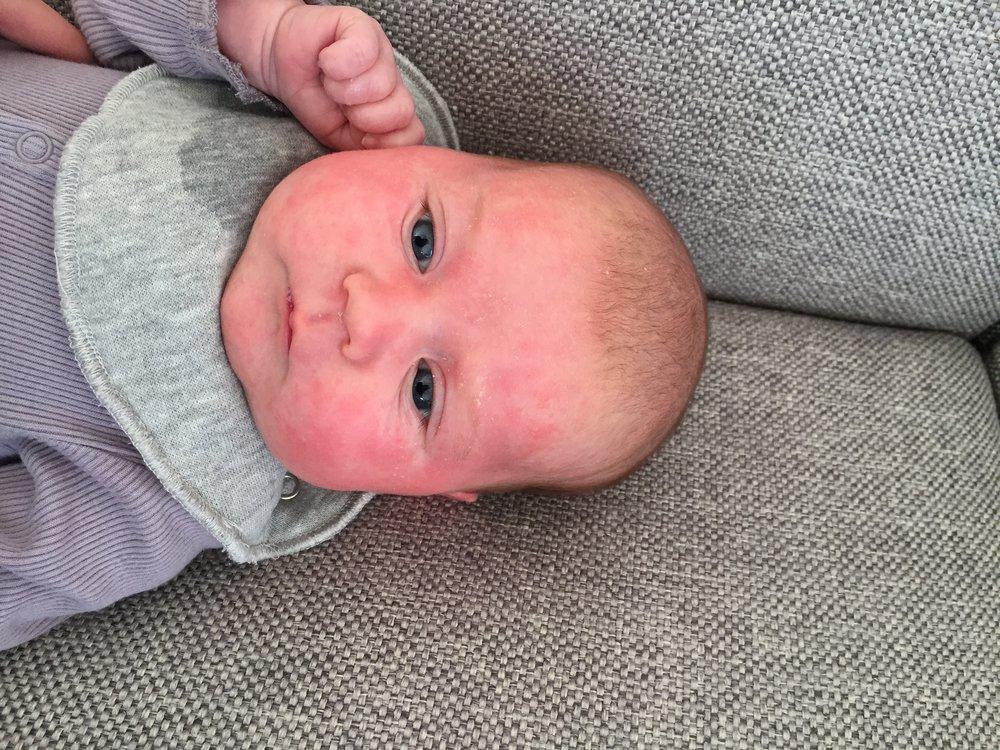 1 måned gammel og 4 timer efter amning.