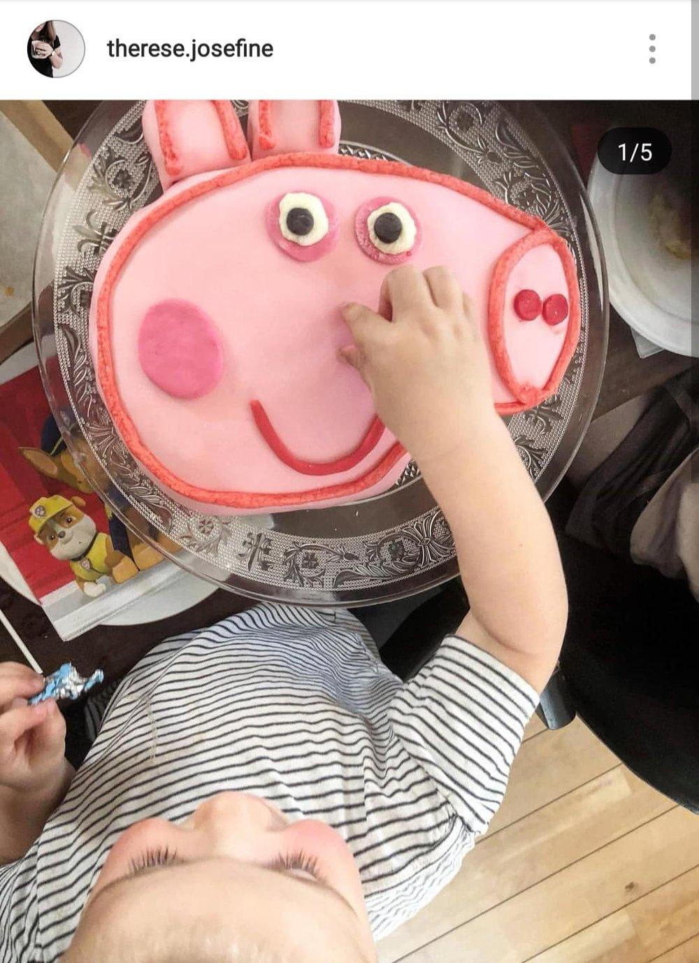 Denne fine gurli gris kage er vi vilde med! Og hvilken Gurli fan vil ikke elske den?