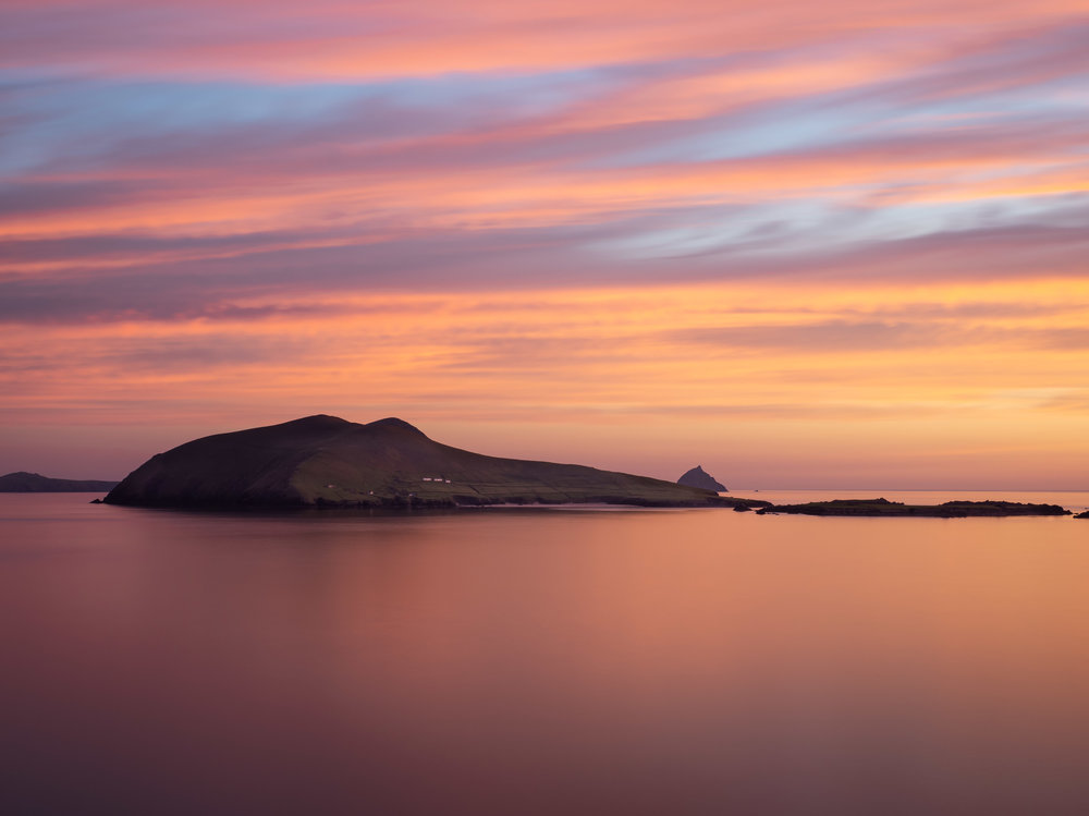 This was arguably the best sunset of that scorching summer we got in 2018 and luckily i was there to capture it. The next day was again roasting hot, which i think was the reason for this fantastic color in the sky. This was looking across to the blaskets from Dunquin Pier in Co Kerry.