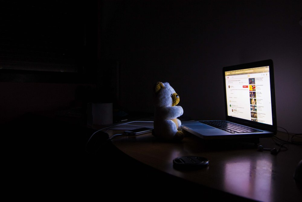 Screen time before bed can have a stimulating effect on the brain.