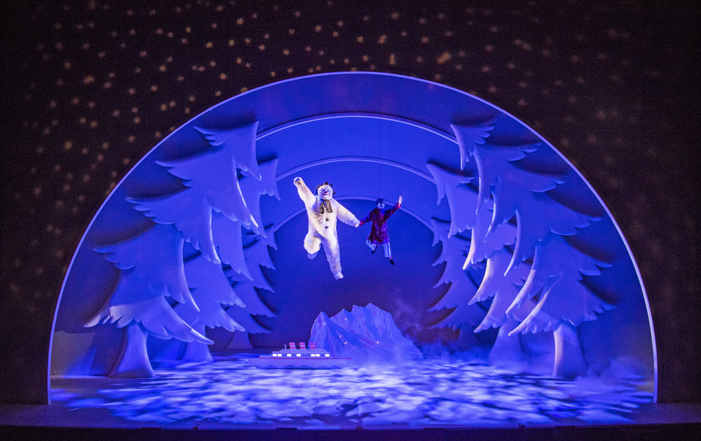 Birmingham Repertory Theatre_The Snowman_Credit Tristram Kenton_4.jpg