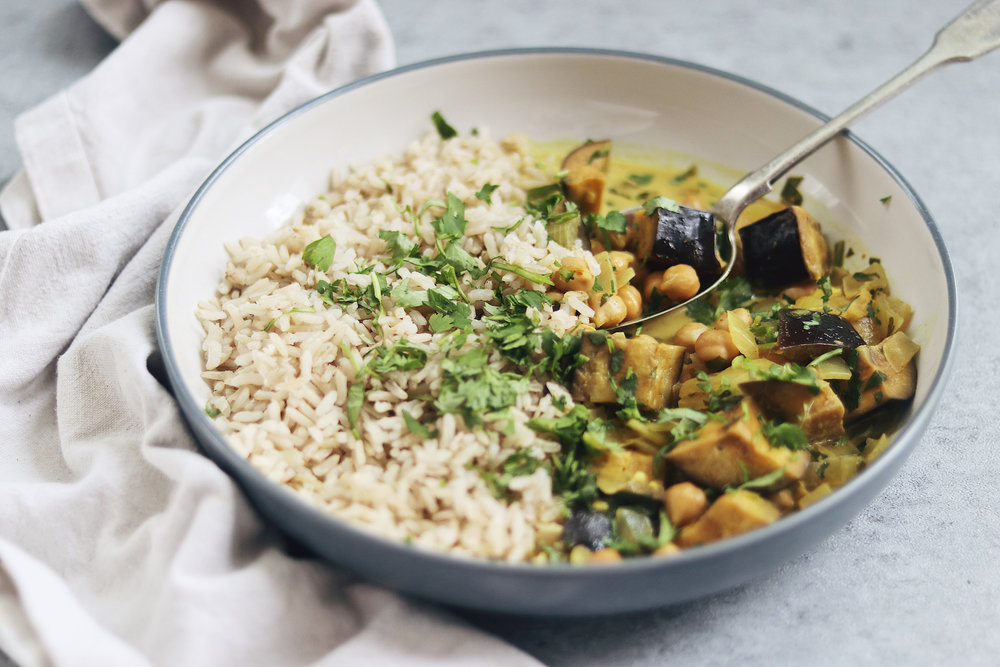 My favourite quick and easy vegan curry! - prep time 5 mins total time 15-20 mins serves 4