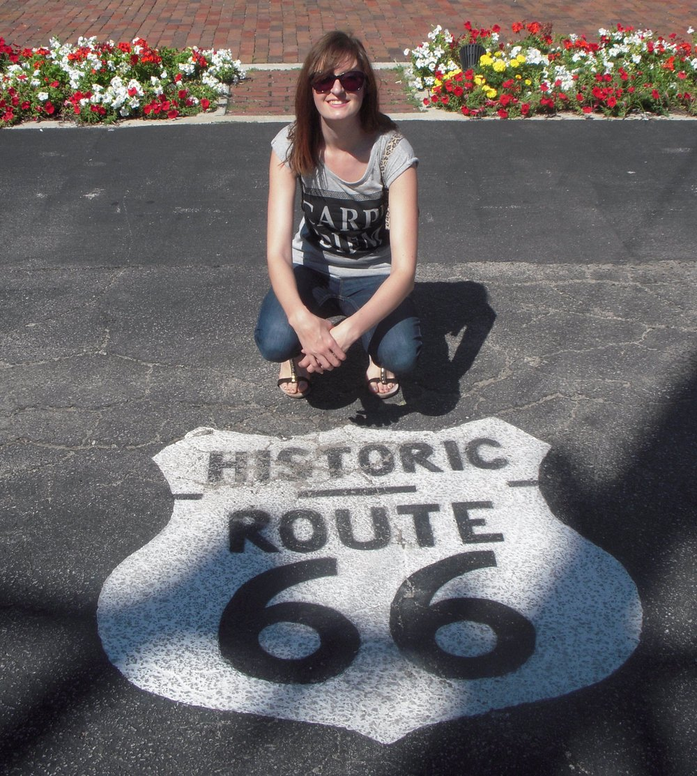 I'm Vicki - Author, blogger and Route 66 super fan!