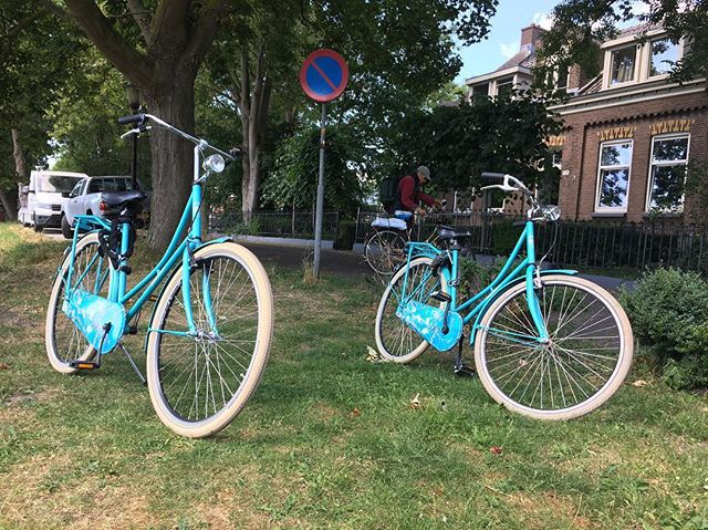 Got the baby blue choppers 1 & 2. @scot.lankford and I rolling through the backend of Amsterdam like straight up G's 🚲💍🤙