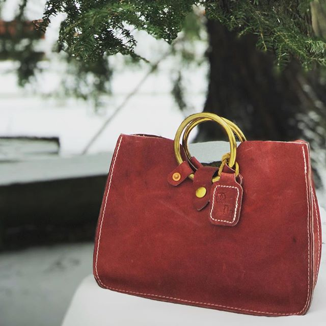 Spring is 55 days away... Thought we would brighten you day with this one of a kind red Emily bag! ❤️ • • • • • • #leatherbags #fashion #bags #leather #leatherbag #handbags #genuineleather #crossbodybags #fashionbags #leatherhandbag #totebag #rivetleatherworks #madeintheusa #handmade #summer #shoppingbags #leathergoods #canvas #handbagsfactory #beach #bestpresent #cluthbaga #nicedesigner #ladystylish #ladies #onlineshop #topquality #womanhandbag #newbags