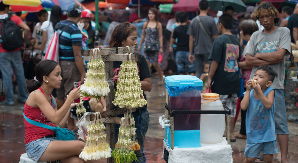 Wandering the Manila Streets: Waiting for a Sale