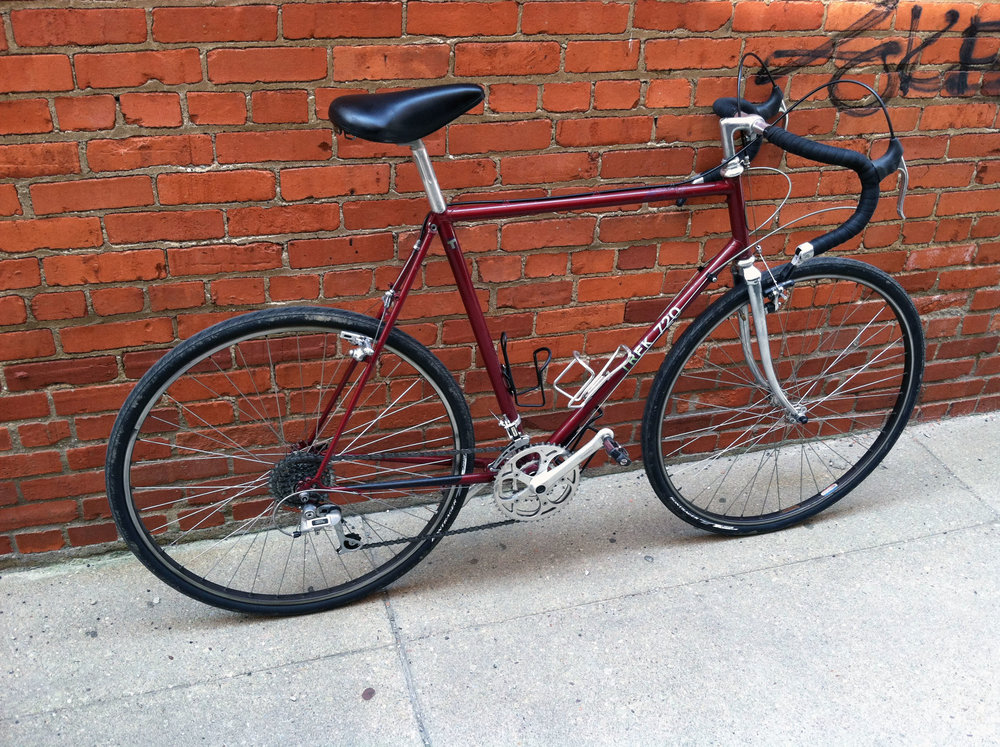01 1984 Trek 720 Touring Bike.jpg