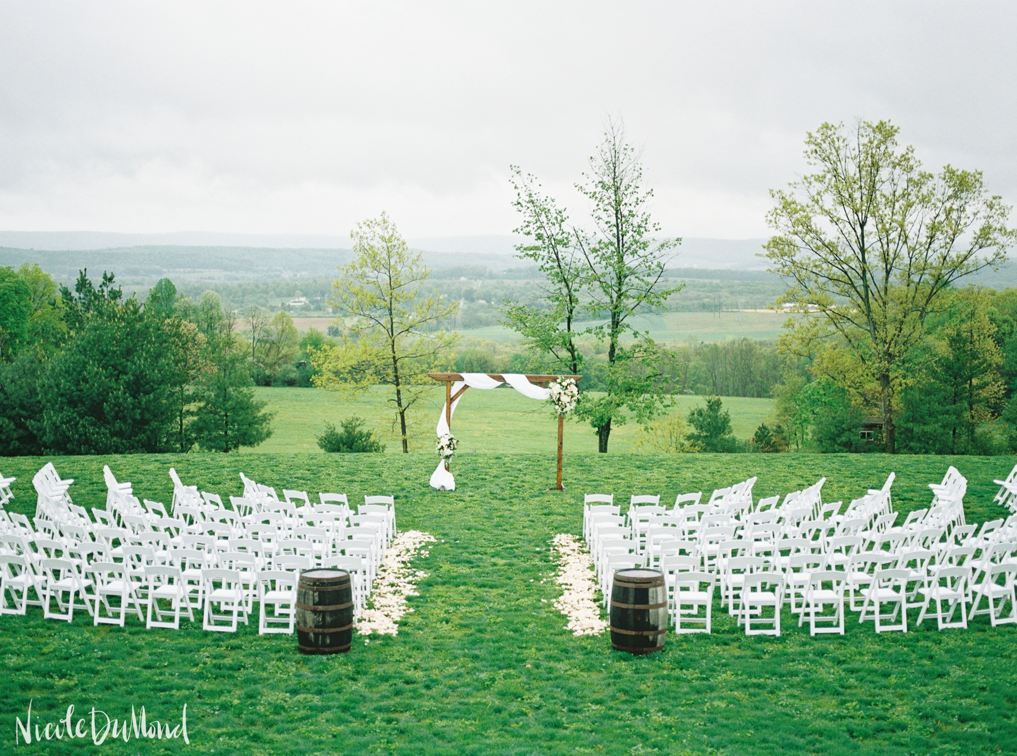 romantic-film-whispering-oaks-vineyard-sunbury-wedding 1