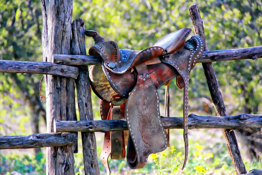 weathered-saddle-2014323_1280.jpg