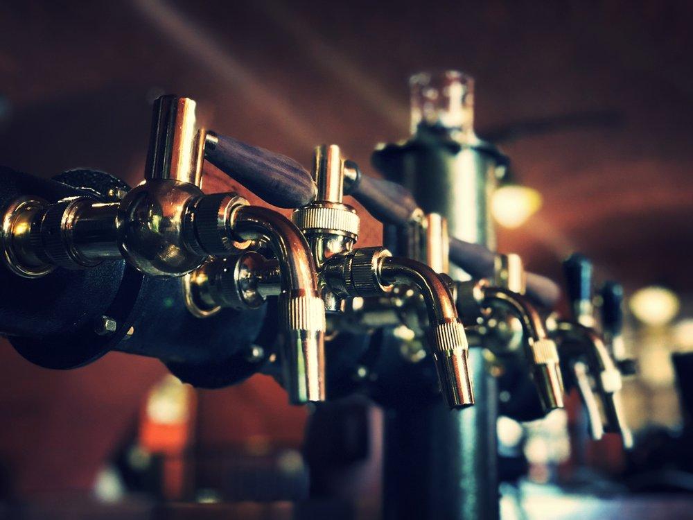 DNES NA ČEPU: - Dalešická 11%, světlý ležákMájové 13%, světlý speciálTadeáš 14%, světlý speciál (zlatá medaile 2018 Pivní pečeť, nefiltrovaná piva)Bock Wood Aged 16%, světlý speciál