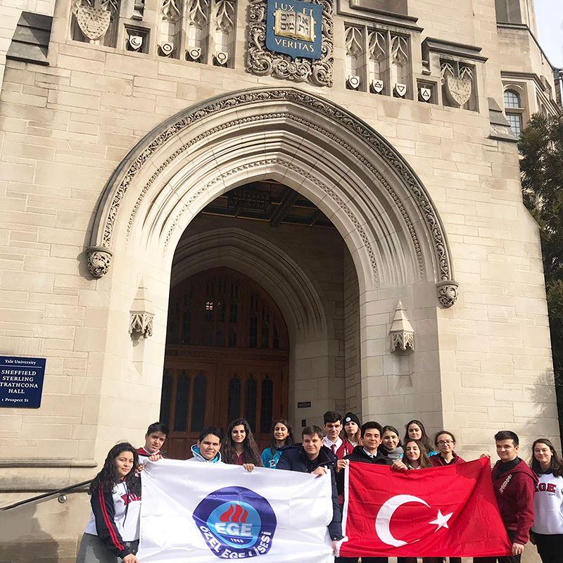 17. Harvard Model United Nations'a katılan öğrencilerimiz, mülteci krizi, gelir eşitsizliği, casusluk ve uluslararası bilgi toplama gibi küresel sorunlara uluslararası platforma çözümler getirdiler.