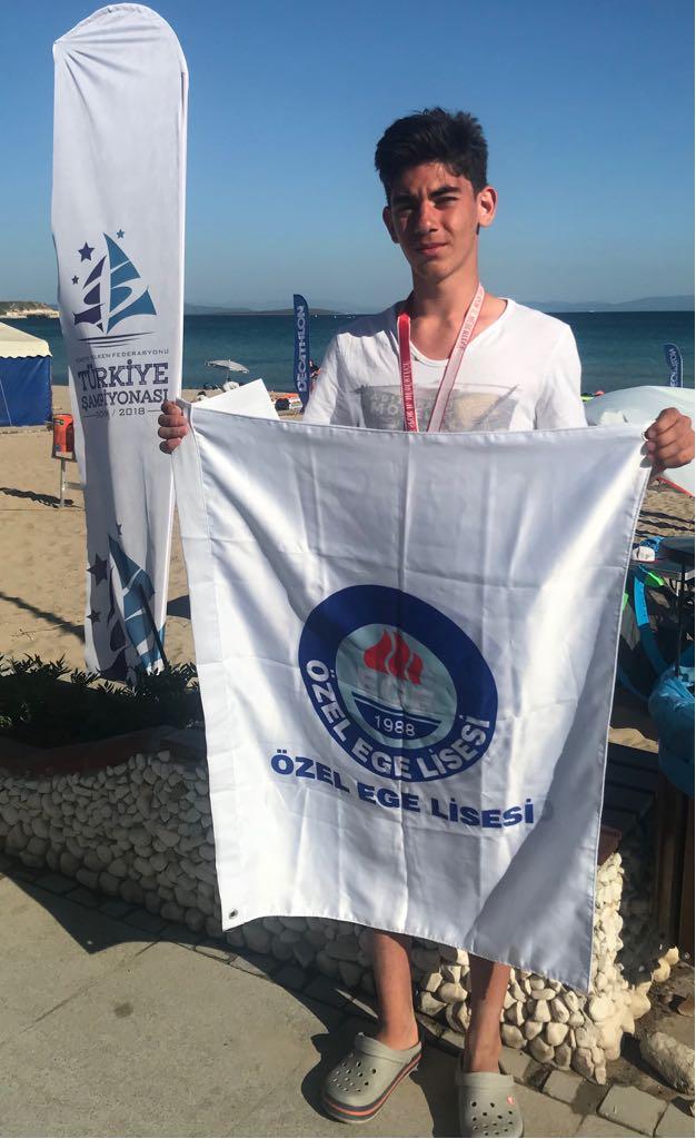 - 10. sınıf öğrencimiz Toprak Ege Hazer,Didimde yapılan Genç Erkekler Yelken Yarışlarında Türkiye 3'üncüsüOldu. Tebrikler Ege!