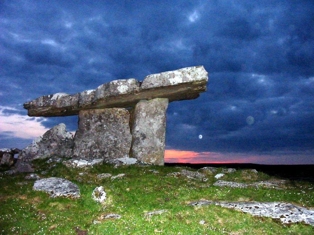 dolmen1.jpg