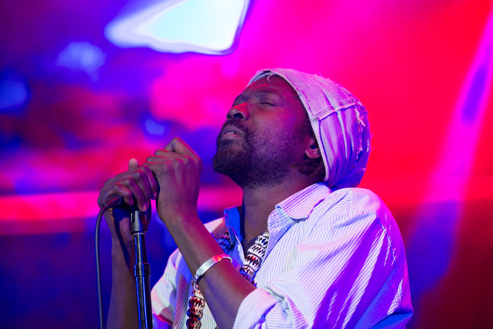 Sekouba   Bolomba, African reggae artist from Cote d'Ivoire opened the show with music from his new album