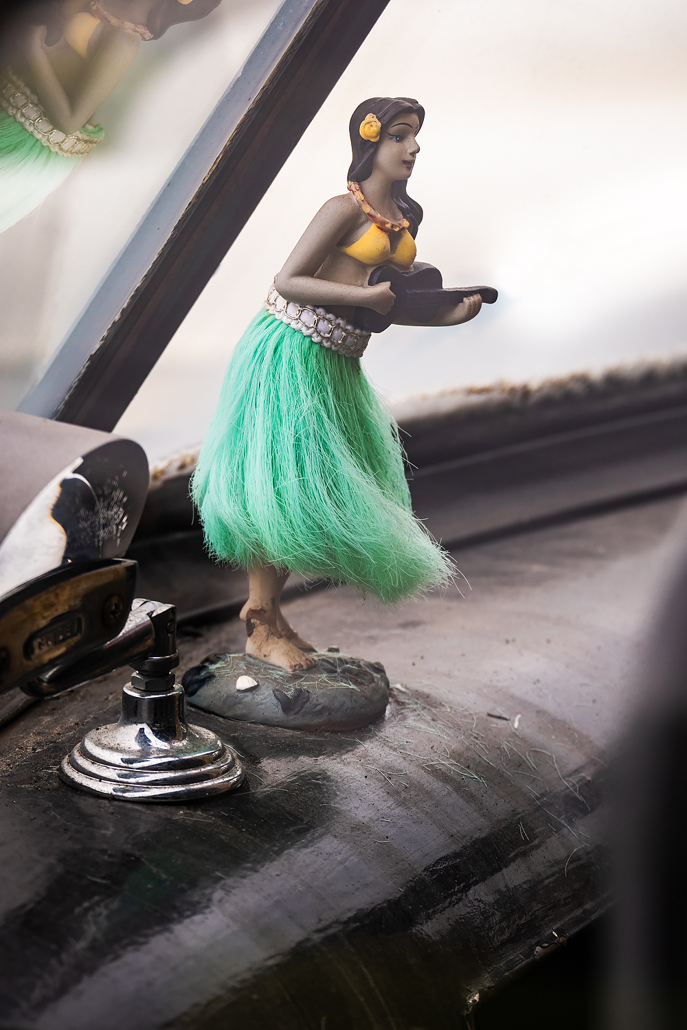 Hula girl, dancing on the dashboard – Fujifilm X-Pro2 w/55-200mm