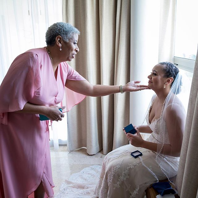 A mothers love is so incredibly special!  #islamujereswedding #islamujeresweddings #islamujeresweddingphotographer #destinationweddingphotographer