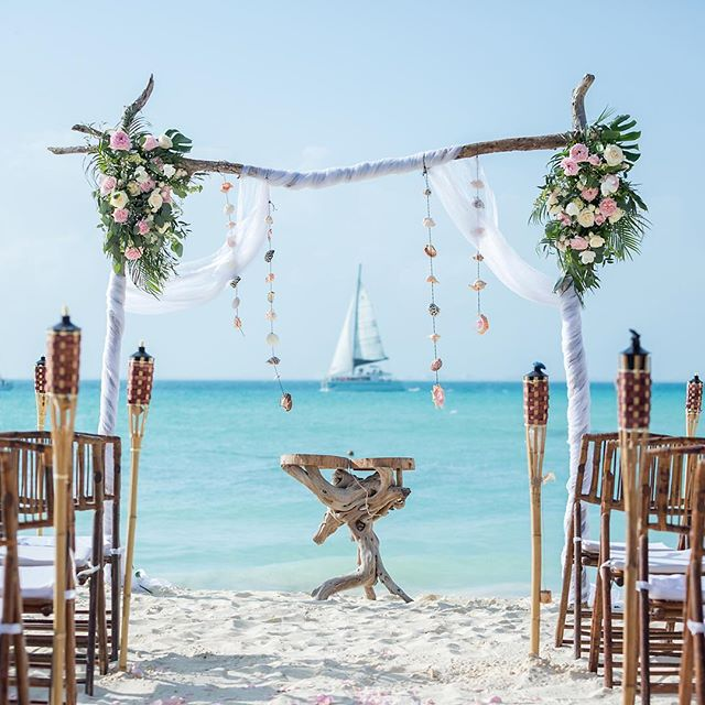Beautiful wedding arch and custom designed table. Oh....and an amazing backdrop!  @mayanbeachclub #islamujereswedding #islamujeresweddings #islamujeresweddingphotographer