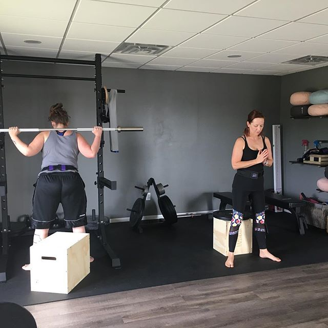 We started a new Postpartum Series today and these strong mamas helped me break in the new strength and conditioning area at @motherhoodmattersqc 💖💪🤱! #birthfit #fitness #nutrition #chiropractic #mindset #boxsquats #functionalprogression #core360 #dynamicneuromuscularstabilization  #strongmamas #postpartumisforever #slowisfast #strengthandconditioning @humble.new.beginnings @core360belt @birthfit