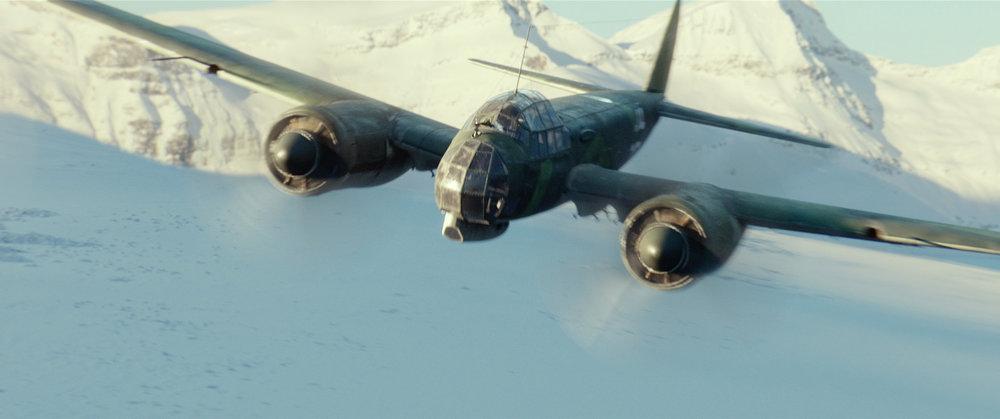 12man_airplane_attack_02.jpg