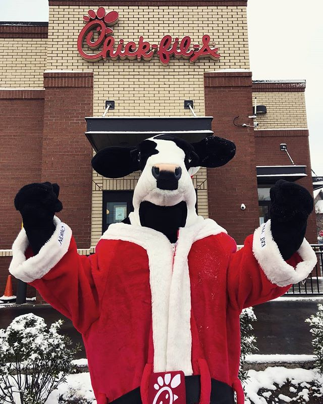 It's a snow day here at Chick-fil-A Sunshine & Campbell!! If you're out and about doing some last-minute Christmas shopping, stop on by and warm up with some chicken soup! Merry Christmas everyone 🎄🎁💚❤