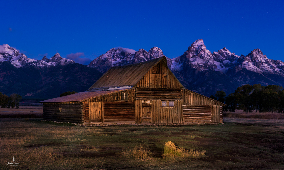 Mormon_barn_night_1web