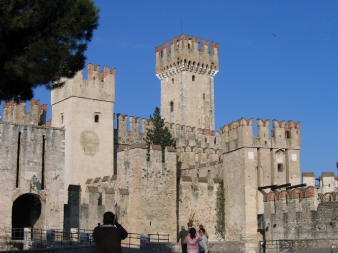 Castle_in_sirmione
