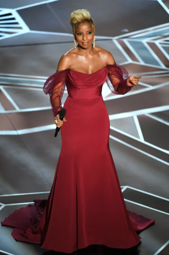 Marc Jacobs Beauty - Mary J. Blige's glow was unreal at the 2018 Oscars. I mean, look at those cheeck bones and even her shoulders are glowing. So what's her secret?Makeup Artist D'Andre Michael combined not one, but two illuminizers. The first one: Marc Jacobs Air Blush Soft Glow Duo in Flesh & Fantasy ($42; marcjacobsbeauty.com). The second one: Marc Jacobs Dew Drops Coconut Gel Highlighter ($44; marcjacobsbeauty.com). That one's basically a magical potion that will give your skin a lit-from-within glow.